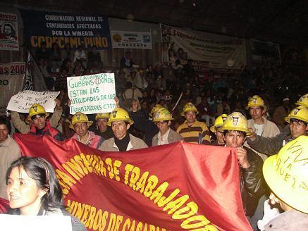 Mientras, asi, luchaban los mineros subcontratados de Casapalca. A los que Jorge Campos Arenas niega el derecho a las Utilidades mineras, al negar una ley solidaria.