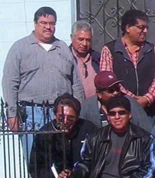 """En la imagen se aprecia de camisa gris a Carlos Pavón, a la derecha a Jorge Campos Miranda, y en la parte inferior el """"bisoño"""" Jorge Campos Arenas"""